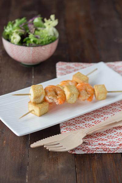 Receta de brochetas de tofu y gambas marinadas en vivesoy for Brochetas de gambas